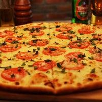 Das Foto wurde bei Flippin' Pizza von Flippin' Pizza am 7/10/2013 aufgenommen