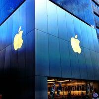รูปภาพถ่ายที่ Apple Ginza โดย 政明 眞. เมื่อ 9/2/2013