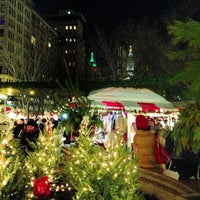 Foto scattata a Union Square Holiday Market da Lisa Marie Phoenix J. il 12/22/2012