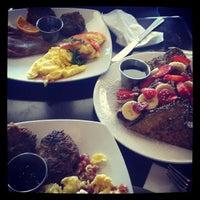 Foto tomada en Blue Daisy Cafe por A F. el 6/16/2013