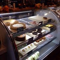 Foto tomada en Frida's Bakery por Annie A. el 10/25/2014