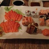 Foto tirada no(a) Aô Sushi Bar por Ricardo C. em 7/31/2013