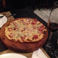 Foto tomada en Sabatelli Pizza & Arte por Thiago L. el 6/28/2014