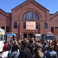 Das Foto wurde bei South End Open Market @ Ink Block von BostonTweet am 5/5/2013 aufgenommen