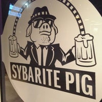 Foto diambil di The Sybarite Pig oleh Erin O. pada 7/14/2013