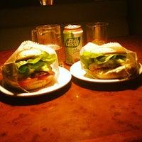 Das Foto wurde bei Blooming Burger von Nilton B. am 4/20/2013 aufgenommen