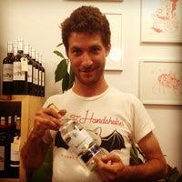 Das Foto wurde bei Henry's Wine and Spirit von Coucou B. am 9/14/2013 aufgenommen