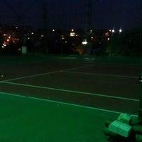 Photo prise au Aykut Barka Parkı Tenis Kortu par Ozan Ş. le11/6/2014