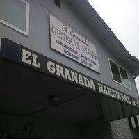 รูปภาพถ่ายที่ El Granada Hardware & Café โดย Abhishek S. เมื่อ 7/22/2013
