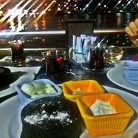 6/28/2013 tarihinde Mehmet A.ziyaretçi tarafından Mavi Haliç Cafe'de çekilen fotoğraf