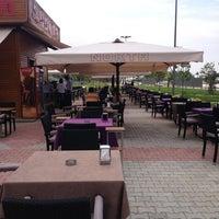 Das Foto wurde bei Nokta Cafe von Vokşit İ. am 6/15/2013 aufgenommen