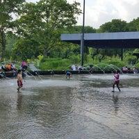 Foto tirada no(a) LeFrak Center at Lakeside por RDasheenb D. em 7/1/2014