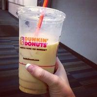 Das Foto wurde bei Dunkin' Donuts von Danielle C. am 7/28/2013 aufgenommen