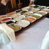 6/17/2013 tarihinde Eyo Y.ziyaretçi tarafından Akıntı Burnu Restaurant'de çekilen fotoğraf
