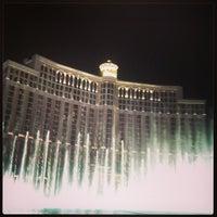 Foto scattata a Fountains of Bellagio da Tyler il 3/30/2013