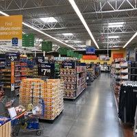 รูปภาพถ่ายที่ Walmart Supercenter โดย Charles M. เมื่อ 12/23/2017