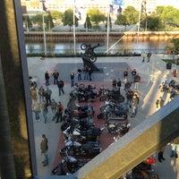 Das Foto wurde bei Harley-Davidson Museum von Neal M. am 6/14/2013 aufgenommen