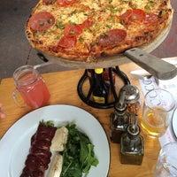 Foto tomada en Rocco & Simona Pizza al Forno por Alberto C. el 8/2/2014
