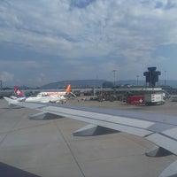 Foto tomada en Aeropuerto de Ginebra Cointrin (GVA) por Andy R. el 7/26/2013