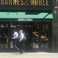 Foto scattata a Barnes & Noble Café (Starbucks) da Halah A. il 7/18/2018