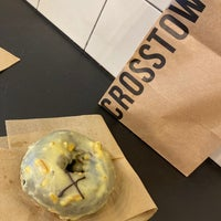 Photo prise au Crosstown Doughnuts & Coffee par Sarah le9/11/2020