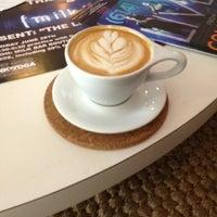 Foto tomada en Mission Coffee Co. por Jenn C. el 6/29/2013