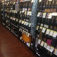 Das Foto wurde bei Total Wine & More von Rosalinda M. am 1/27/2013 aufgenommen