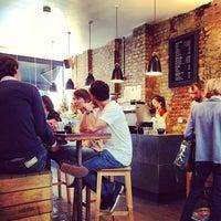 6/16/2013 tarihinde Simon L.ziyaretçi tarafından Kaffeine'de çekilen fotoğraf