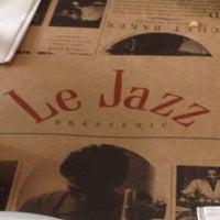 Foto tirada no(a) Le Jazz Brasserie por Marcia S. em 10/7/2012