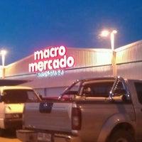 รูปภาพถ่ายที่ Macro Mercado โดย Yocz M. เมื่อ 11/30/2013