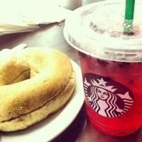 Das Foto wurde bei Starbucks von Bianca B. am 7/3/2013 aufgenommen