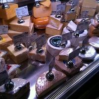 Das Foto wurde bei C'est Cheese von Thomas N. am 12/1/2012 aufgenommen