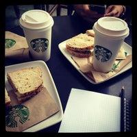 Foto tomada en Starbucks por Kristi K. el 6/24/2013