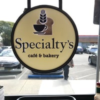 Foto tirada no(a) Specialty's Café & Bakery por Eric C. em 3/12/2018