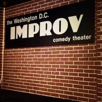 Photo prise au DC Improv Comedy Club par Kendra B. le6/16/2013