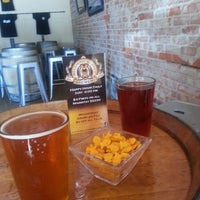 Foto scattata a Belching Beaver Brewery Tasting Room da Tori G. il 8/19/2013