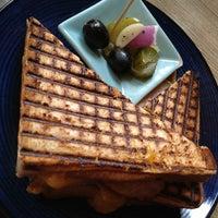 Das Foto wurde bei Toasteria Cafe von M.Lyn am 3/19/2014 aufgenommen