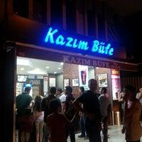 7/13/2013 tarihinde Kerem A.ziyaretçi tarafından Kazım Büfe'de çekilen fotoğraf
