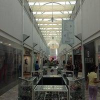 Foto diambil di Galería Del Calzado oleh Arturo R. pada 3/27/2013