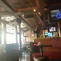 Foto tirada no(a) Henry's Pub & Restaurant por Andrew Y. em 9/2/2013