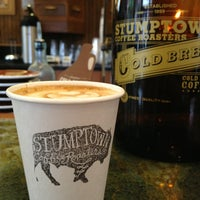 Foto tomada en Stumptown Coffee Roasters  por Rebecca A. el 7/28/2013