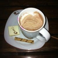 10/19/2013 tarihinde Nazife Ş.ziyaretçi tarafından Cadde Cafe'de çekilen fotoğraf