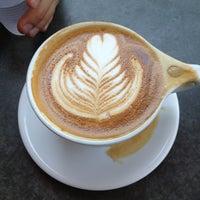 Das Foto wurde bei Tiago Espresso Bar + Kitchen von Ali C. am 7/1/2013 aufgenommen