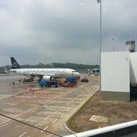 Foto tomada en Aeropuerto Internacional Palonegro (BGA) por Juan Diego R. el 2/27/2014