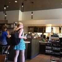 Das Foto wurde bei Starbucks von Mariko K. am 7/11/2013 aufgenommen