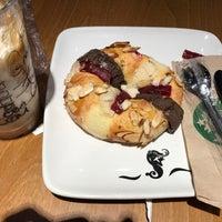Снимок сделан в Starbucks пользователем Emmanuel A. 12/7/2016