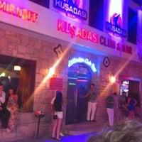 Foto tirada no(a) Kuşadası Club Bar por murat d. em 7/26/2013