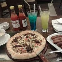 Foto tomada en Pizza Hut por Fitria W. el 5/28/2014