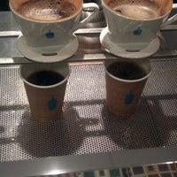 11/12/2012 tarihinde Mel T.ziyaretçi tarafından Blue Bottle Coffee'de çekilen fotoğraf