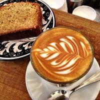 Foto tirada no(a) La Colombe Coffee Roasters por Zeb D. em 10/19/2012